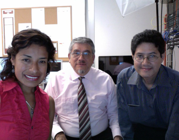 Flor Pérez, Dr. Victor M. Ponce, and Dr. Julio Kuroiwa, during the latter's visit to the Visualab on 110531.