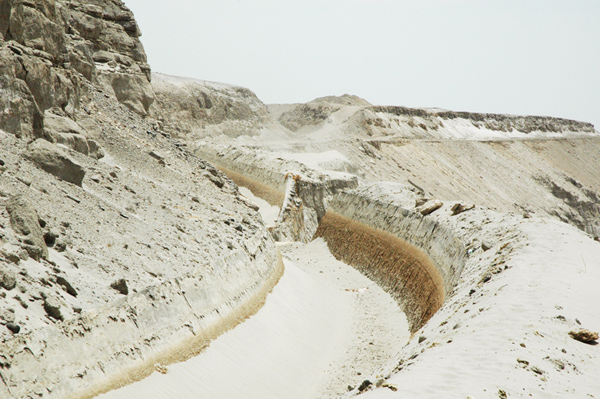 Slide-generated breach, La Cano Canal, 							Arequipa, Peru,<br>which on occurred November 4, 2010