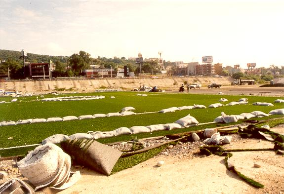 Construction of artificial grass in the flood channel of Rio Santa Catarina