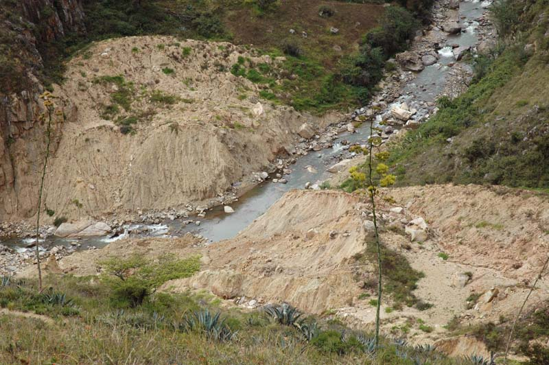 Landslide that has reached the Moy�n river, near Tingo
