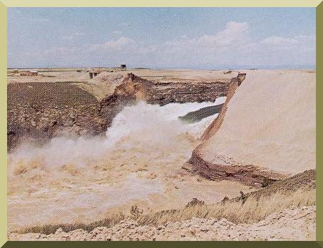 Failure of Teton Dam, on the Snake River, Idaho, on June 5, 1975 (USBR photo).